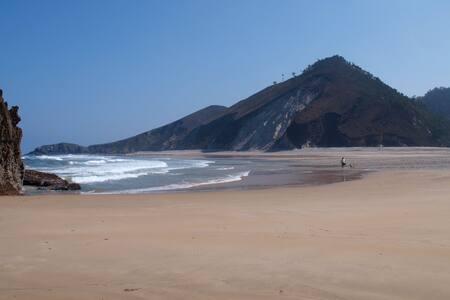Albergue Playa Gulpiyuri Camino de Santiago Llanes