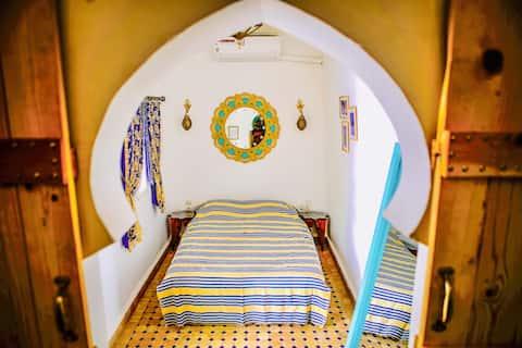 Minunată cameră AZRAK +AC+mic dejun la Dar Saray