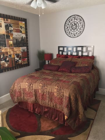 Spacious Guest Room in Newly Rehabbed Home