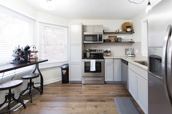 *NEW* Cozy Smart Condo|10 mins to DT & Biltmore