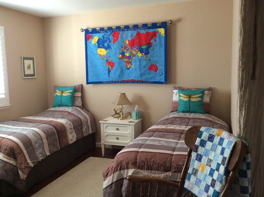Private Guest room for 1 or 2 people! Comfortable High Quality Posturepedic Twin Matteresses!