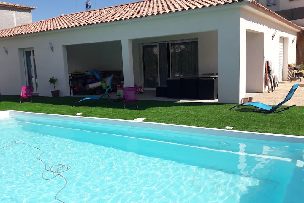 Villa 4 chambres avec piscine chauff e villas for rent for Villa piscine sud france