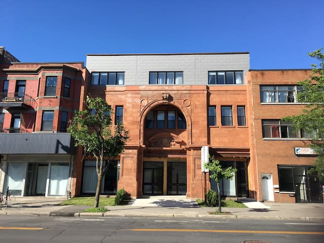 Brand New! Luxurious Mile End Loft! 103