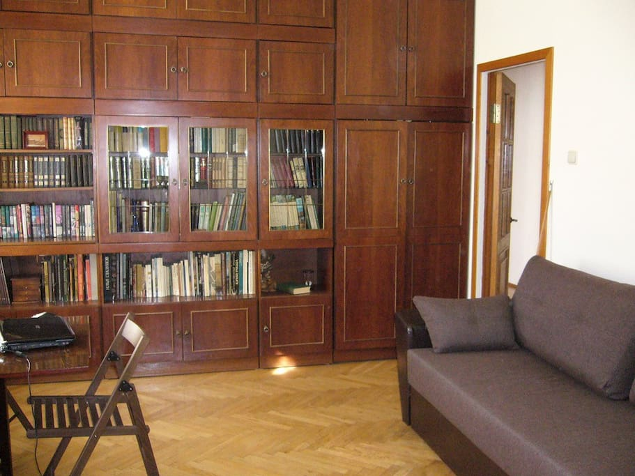 Stylish apartment in the historical center of St. Petersburg. Comfortable bright rooms, equipped with necessary trifles