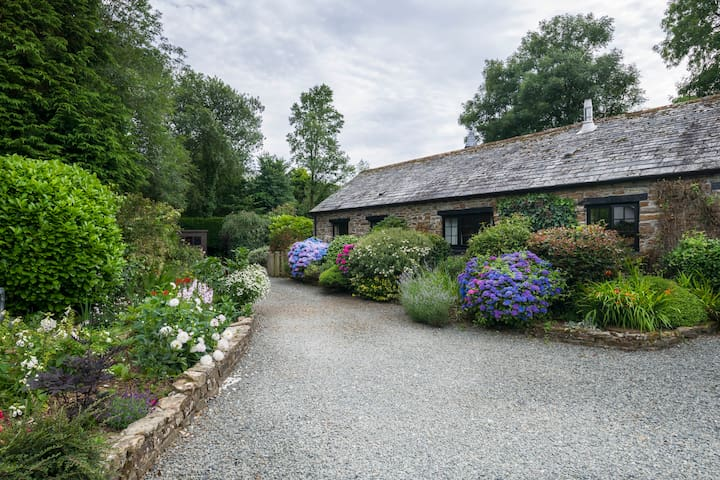 Littlebarn 5*  rural cottage, pet welcome.