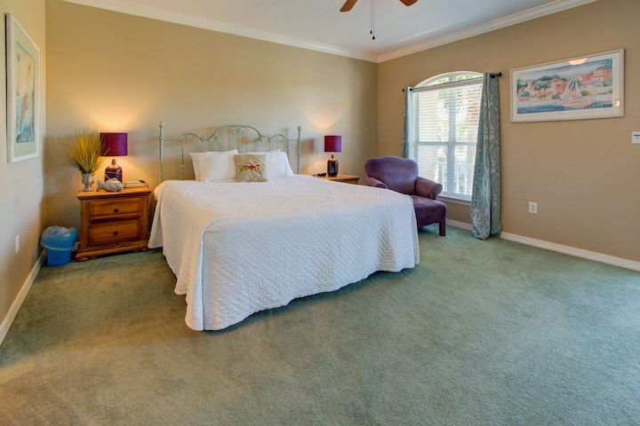 Exquisite home at Emerald Shores! Grill, Beach, Nearby Activities!