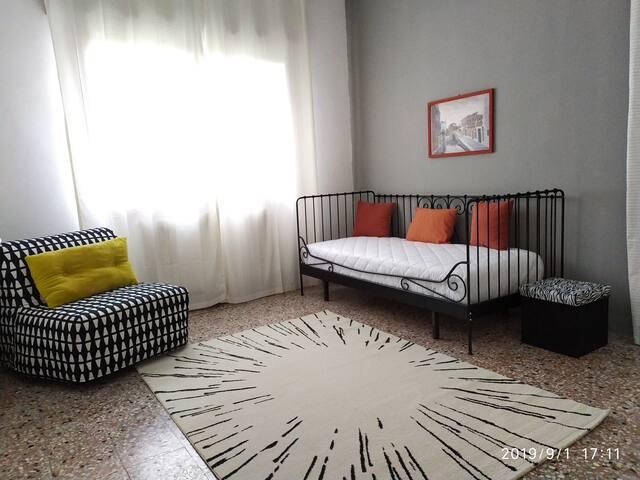 camera 2 con poltrona letto