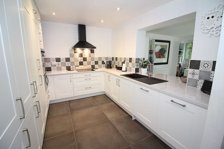Knutsford, Well Located, Bright, Modern 3Bed house