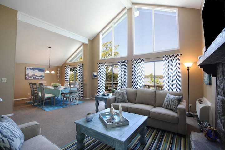 Next to Margaritaville 5 Bedroom Lakefront House w/hot tub- 5* reviews