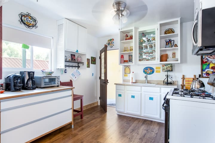 The Kitchen has everything you would need to Cook a nice meal.