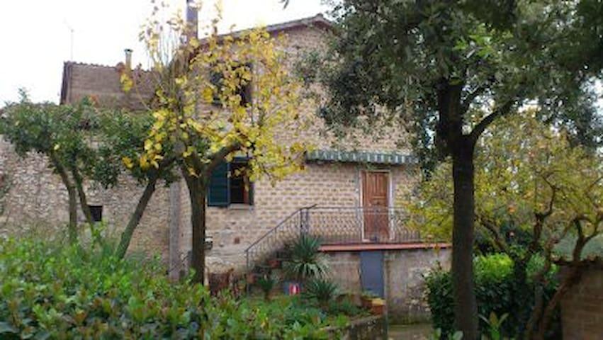 Casetta nel borgo delle menicaglie