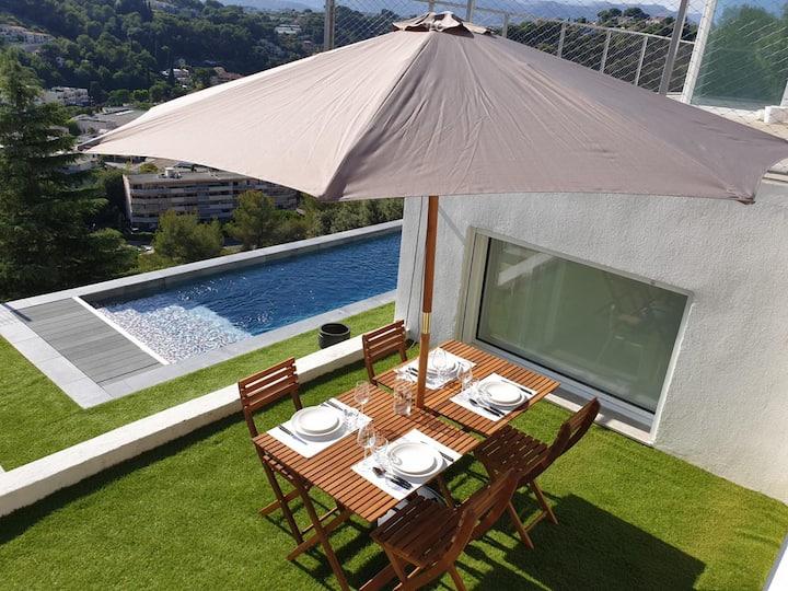 T5 Appartement terrasse piscine vue mer montagne