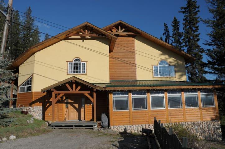 Alpenrose Cabins - Hillside Suite