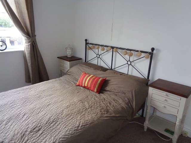 room 2 - Coventry - House