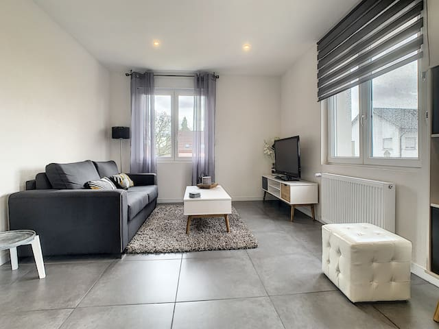 "New Flat ""Soleil"" Near Basel, Airport, Wifi free"
