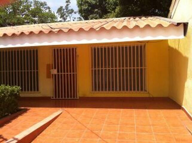Casa con Calor de Hogar - Managua - Haus