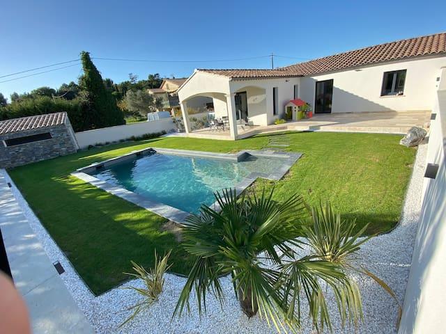 Maison Moderne  avec piscine et Jacuzzi
