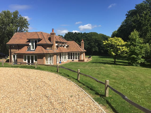 Stunning 5 bed house, West Sussex set in 2 acres - The Haven - House