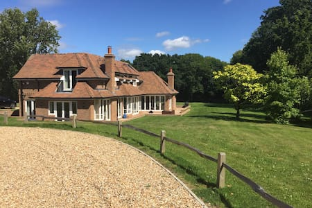 Stunning 5 bed house, West Sussex set in 2 acres - The Haven - Huis