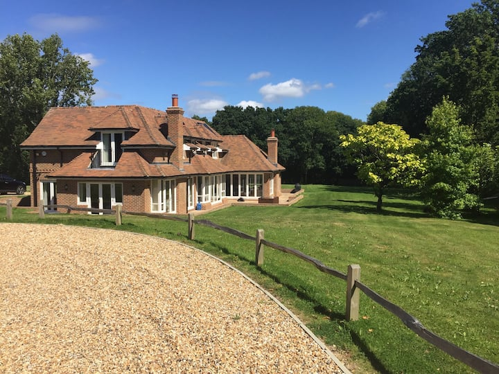 Stunning W Sussex house - 40 mins from Goodwood