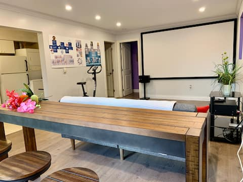 Private one Bedroom Suite W/Home Theater Projector