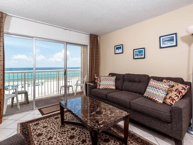 4th Floor Open, Airy Condo w/ Gulf Views, Close To Dining, and More!