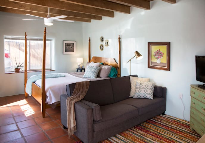 Adobe Studio Apartment, Comfy, Cozy, Great Locale - Santa Fe - Appartement