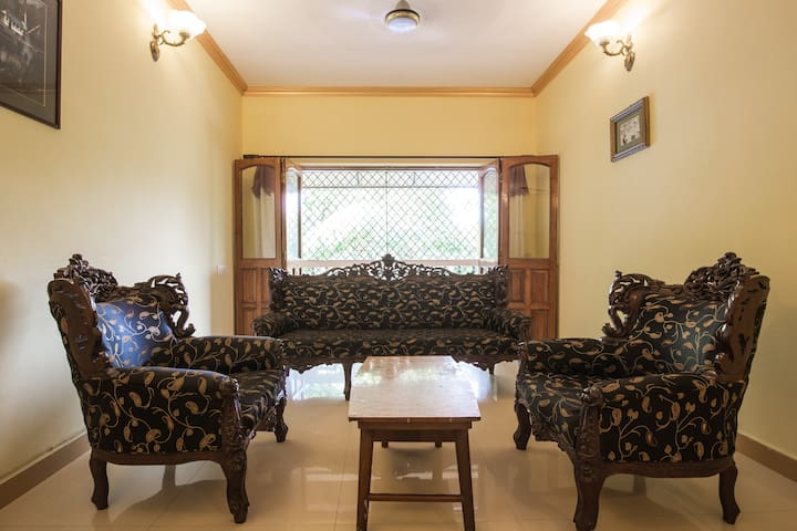 Great Room,Big House Best Location.Top rated stay! - Goa - Pis