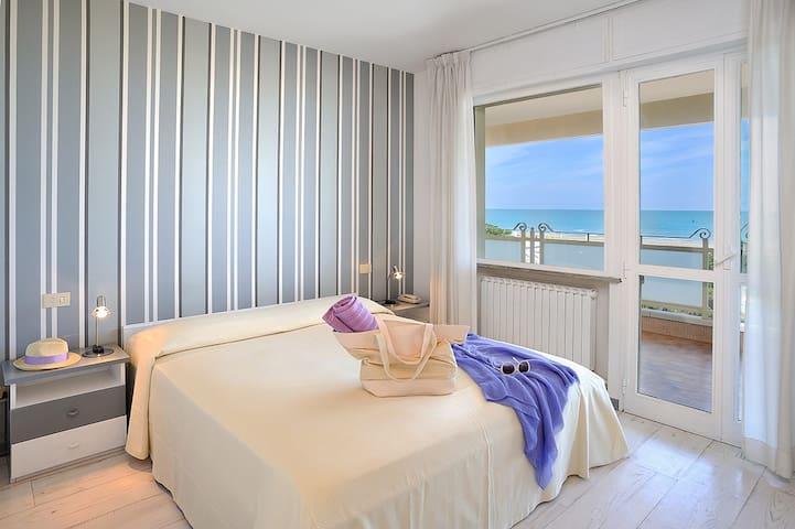 Appartamento di pregio sul mare con piscina - Riccione - Hotellipalvelut tarjoava huoneisto