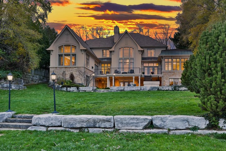 Chill House on the Lake