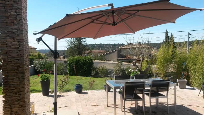 villa 115 m2 - Bouc-Bel-Air - บ้าน