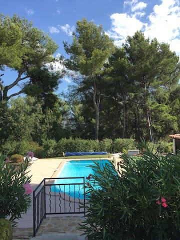 Maison au pays de Pagnol avec piscine