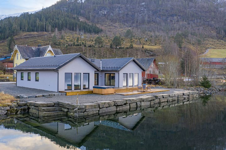 Lake House with private lake access