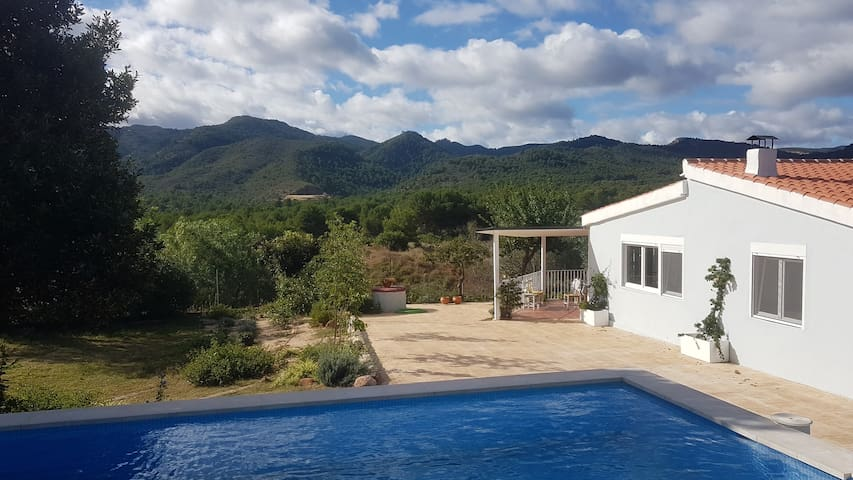 Mountain eco-house close to beach & Valencia city