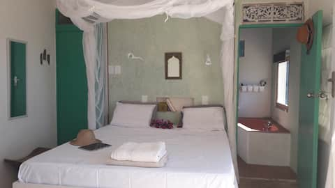 Romantic ensuite room on Tofo beach