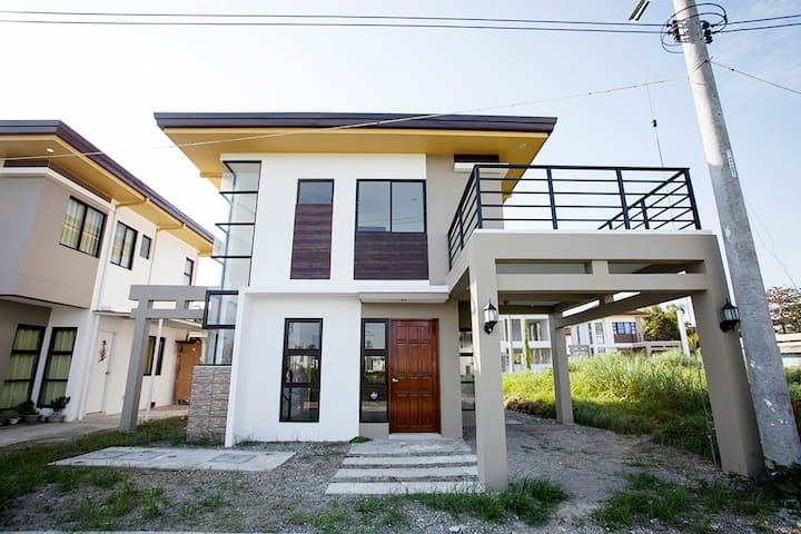2-Storey Zen House w/Balcony & Parking - Cebu - Minglanilla - Dom