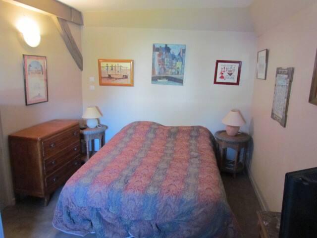 petite chambre avec accés au jardin