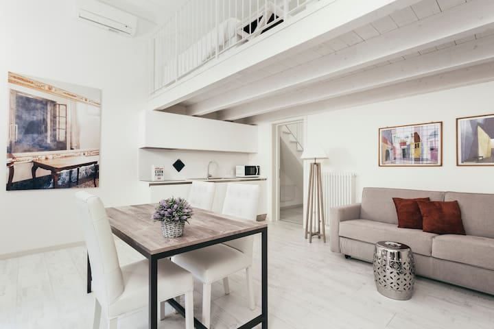 Center EXLUSIVE TWO-ROOM on two levels, 4 guests - Bolonha - Apartamento