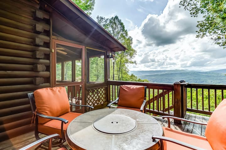 New listing! Lovely, dog-friendly cabin w/ a private hot tub & mountain views