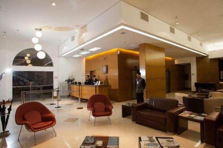 Flat Luxo Casal Jd America (prox Fatesa)