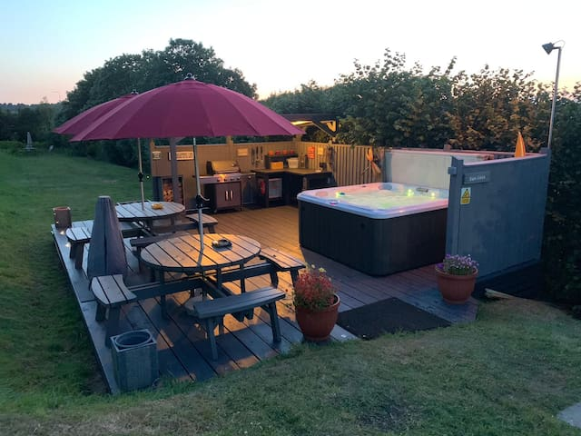 Torvale Lodge: Escape in style to luxury Devon lodge for 12