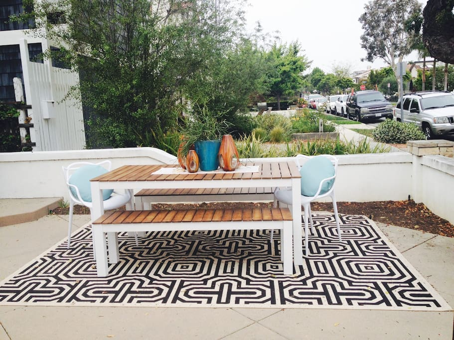 Outdoor dining seats 8