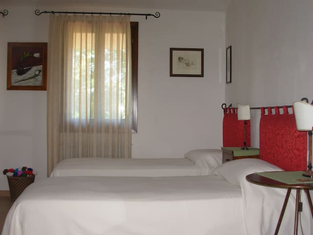 B&B La Casa in Collina - Camera Amaranto - Case Vespeda - Bed & Breakfast