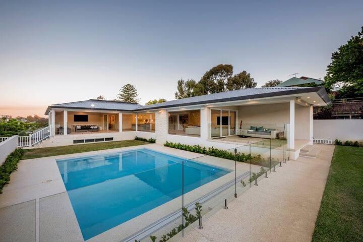 Luxury House Near Cottesloe - Sleeps 12, 6Bds 4Bth