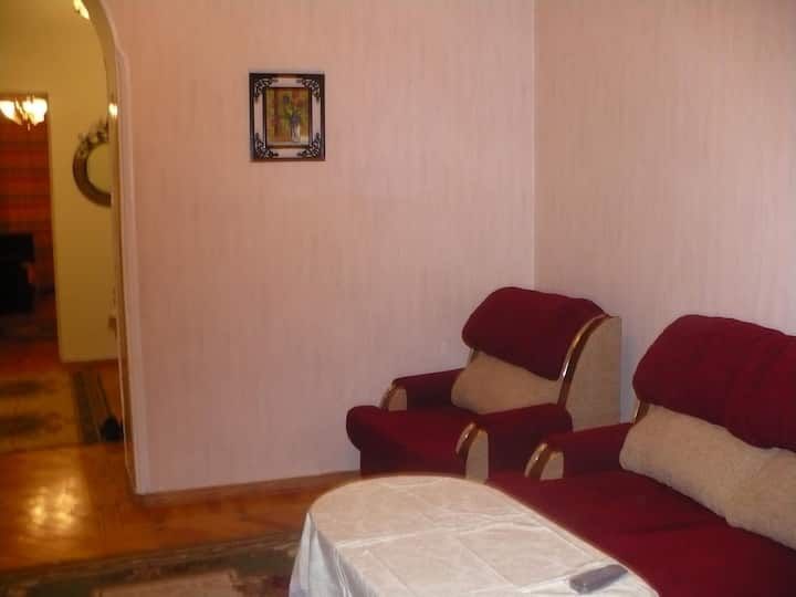 Flat with 3 bedrooms near the center. Low price