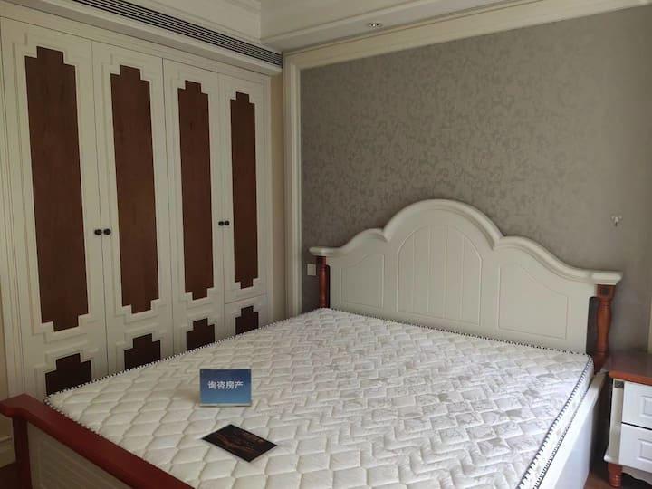 华强商业金融中心精装修全新家具,可短租拎包入住随时看房