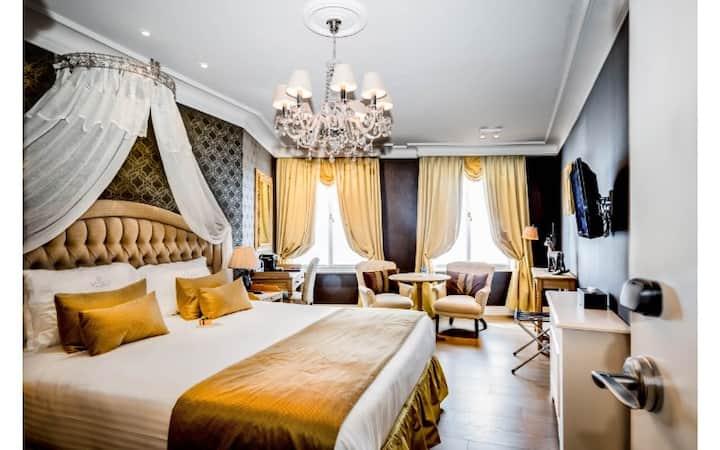 Hotel De Castillion - Luxury room
