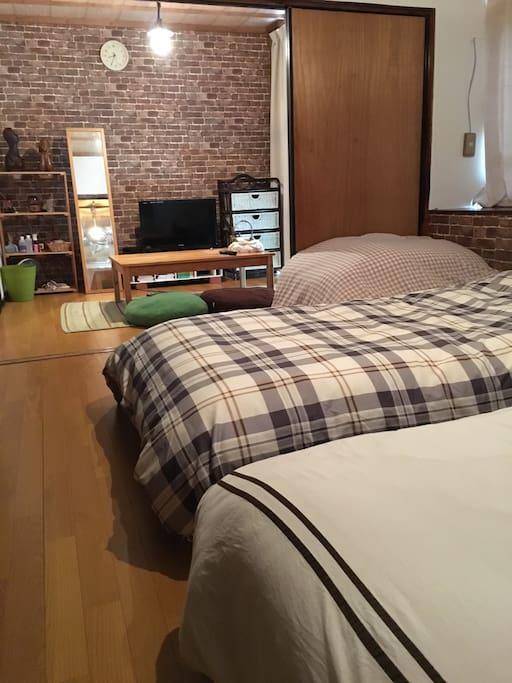 お客様が2人の場合はベッドを並べての設置です。In the case of two customers, it is an installation of arranging beds side by side.