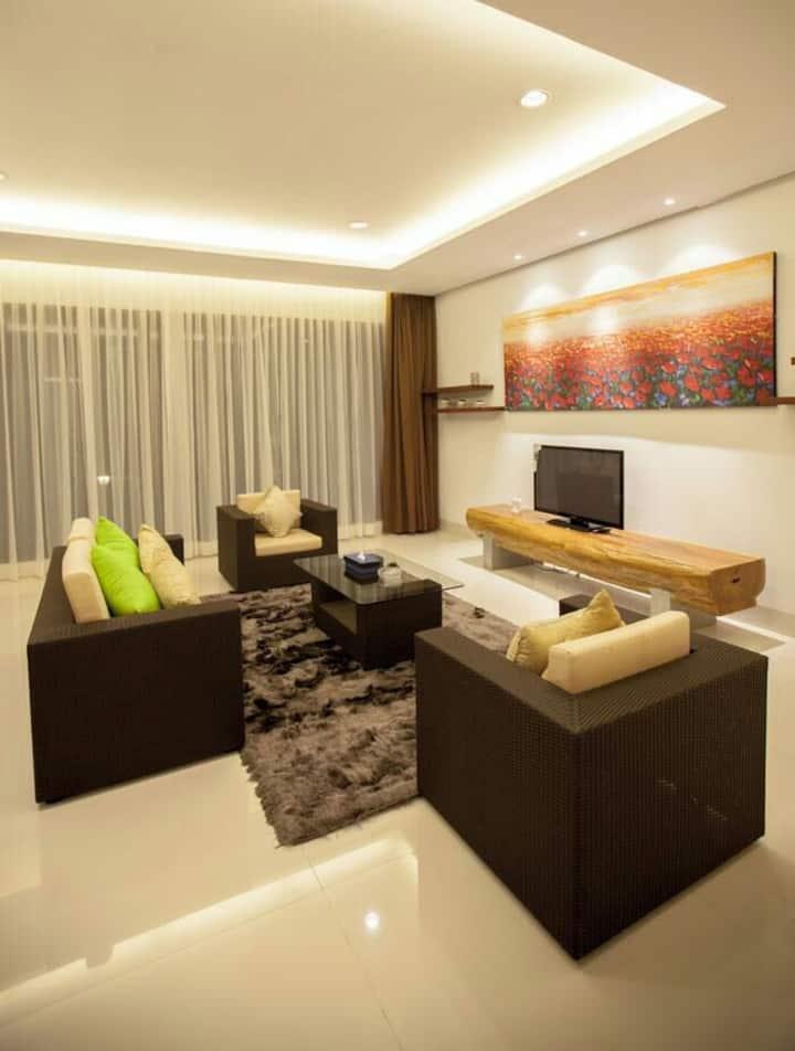 Chez Luxury 6 Bed rooms Villa Dago Pakar Bandung