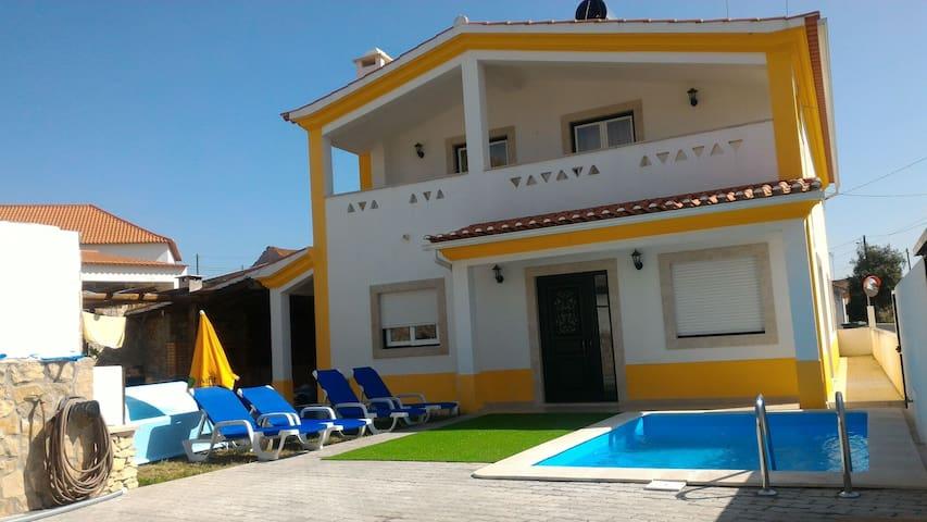 Casa com Piscina na zona centro - Casa Amarela